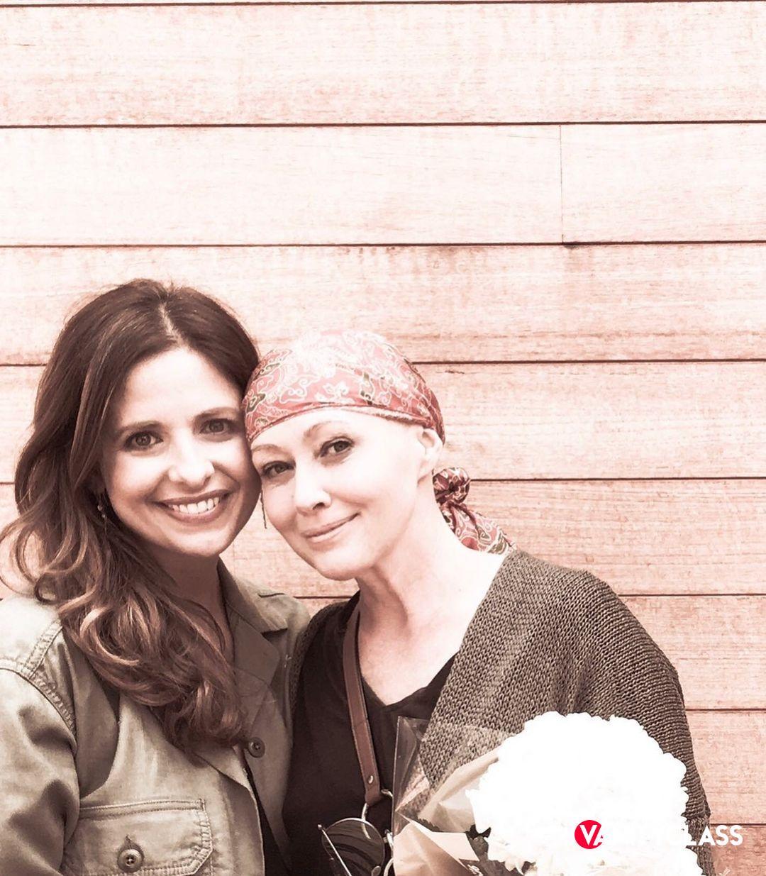 """Shannen Doherty: """"Sono sopravvissuta al cancro e il mio volto riflette ciò che sono""""."""