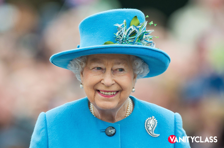 """Buckingham Palace, la Regina """"si arma"""" contro gli hacker russi"""