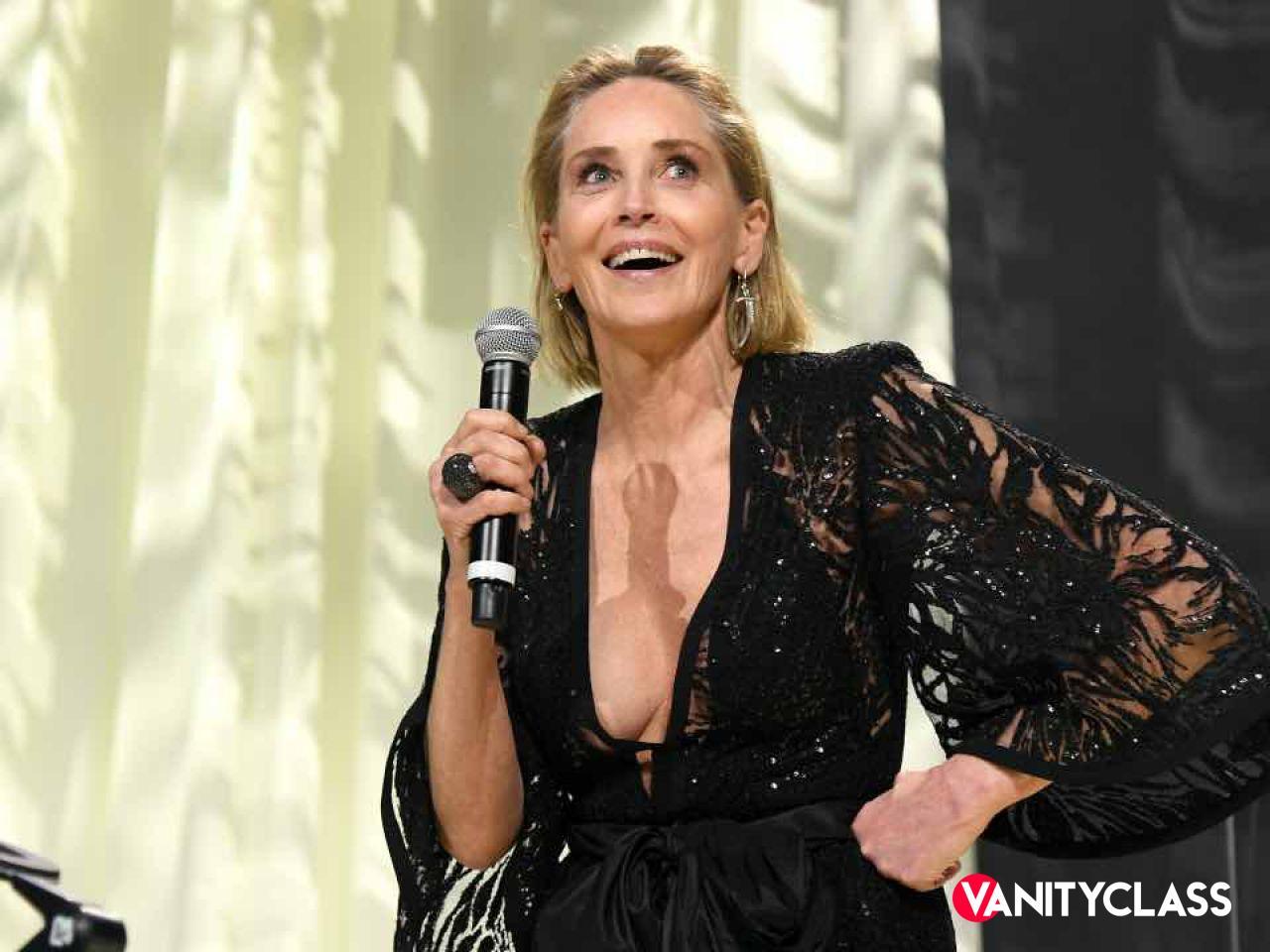 """Sharon Stone chiede un """"set vaccinato"""", ma viene minacciata"""